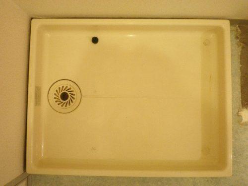 色素沈着で色のくすみが見られる洗濯機置き