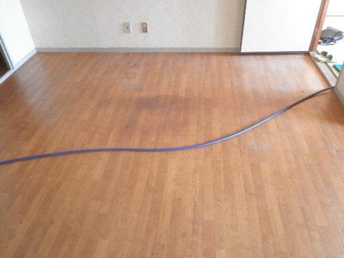 汚れ・ニオイの残る床の特殊清掃サービス トリプルエス