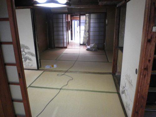 天王寺での不用品回収作業が完了した1階の和室
