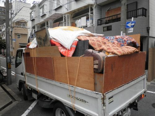 天王寺の遺品整理は全部でトラック何台分もの不用品回収となりました