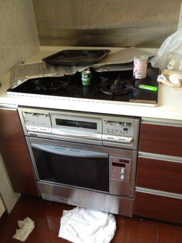 油で汚れやすく、造りも微妙に異なるキッチン