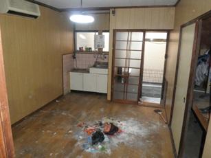 おおかたのゴミが撤去されたキッチン