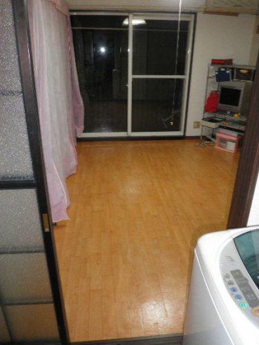 ゴミ屋敷の床を消毒クリーニング 八尾市 トリプルエス