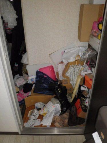 靴も脱げない程の散らかった玄関