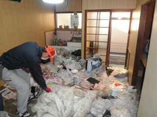 大阪市都島区のゴミ屋敷の片付け作業