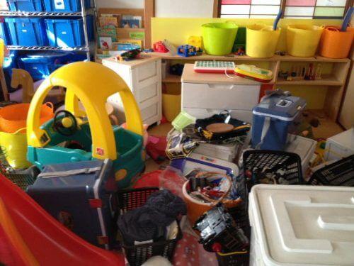 子供が遊べないほど、散らかった子ども部屋