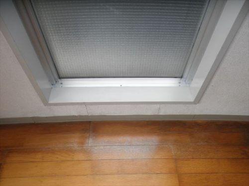 カビが除去されすっかり美しくなった窓周り