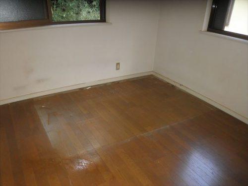 ウォーターベッド撤去後の床