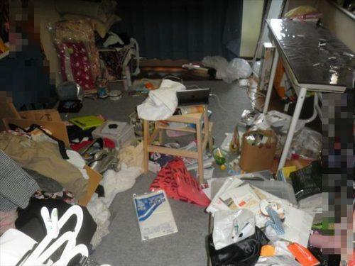 何かを逆さまにぶち撒けたように散らかった旭区の汚部屋片付け