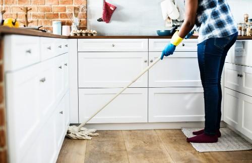 床のモップ掛け 大掃除