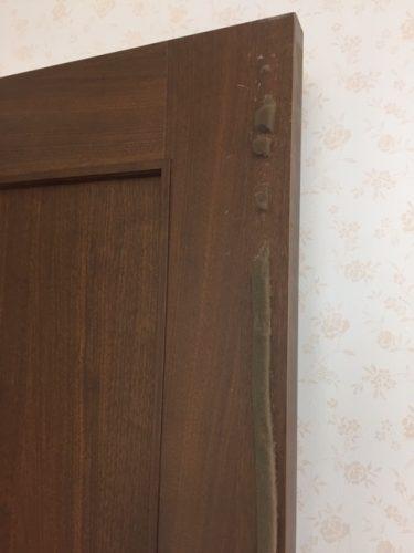 クッションが張り付けられたドア1