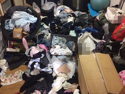 部屋全体がモノで埋もれ汚部屋 片付けサポートのトリプルエス 大阪