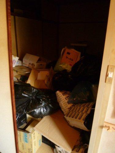 大量の不用品を片付けないと引っ越し出来ない状況